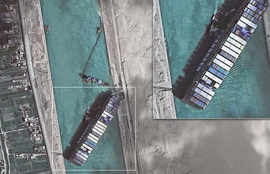 Контейнеровоз Ever Given вновь прошел через Суэцкий канал. В прошлый раз судно заблокировало его почти на неделю