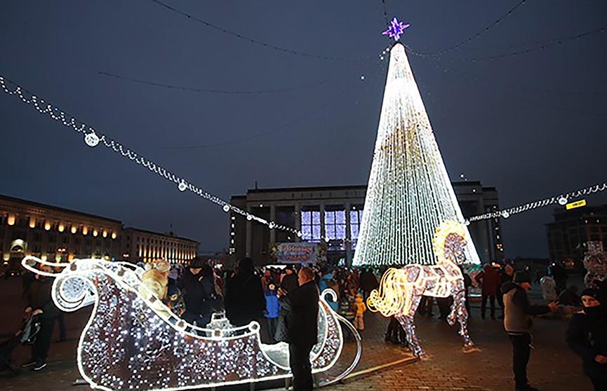 Главная ёлка Беларуси – одна из самых высоких в СНГ