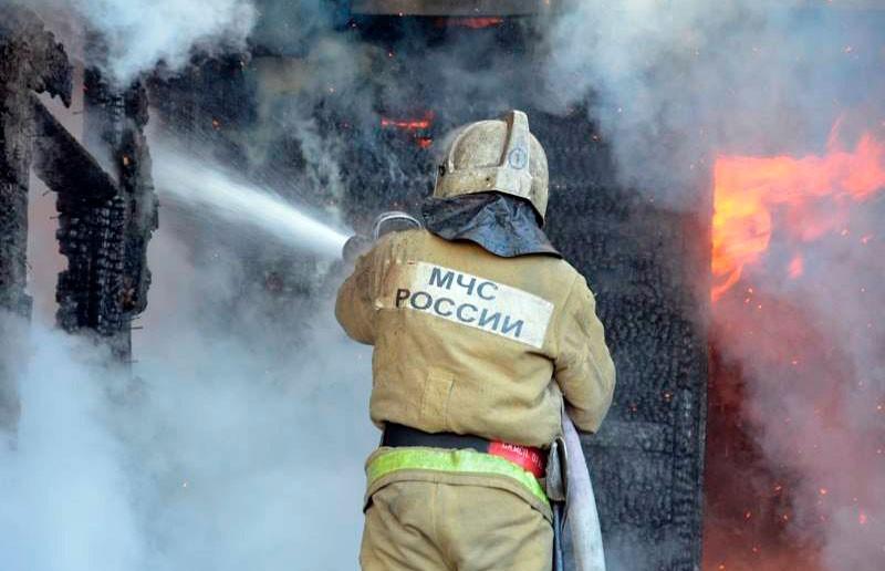 Крупный пожар произошел на западе Москвы