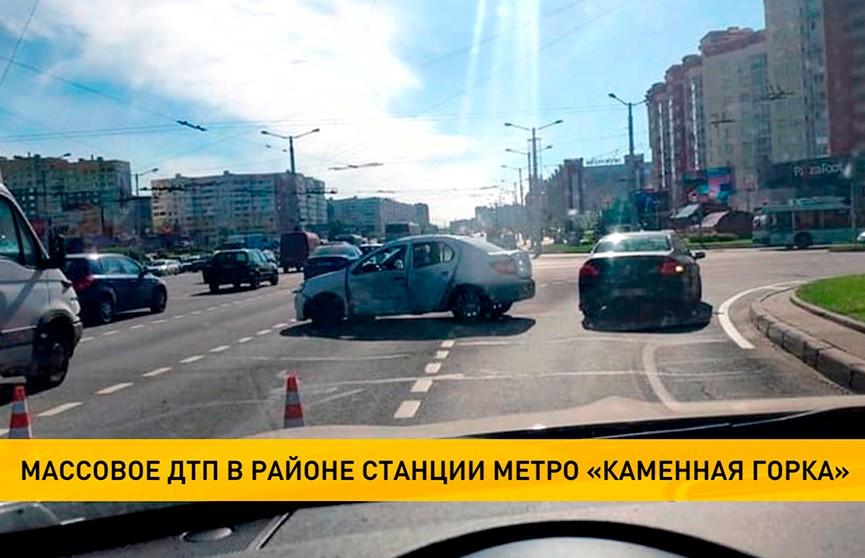 Массовое ДТП возле станции метро «Каменная горка» стало причиной затора на выезде из Минска