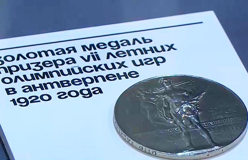 Уникальную коллекцию артефактов с Олимпиад бизнесмена Владимира Потанина представили в Москве