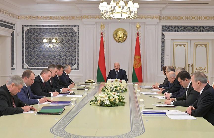 Лукашенко: Нефть – не монопольный товар. Поставщиков нужно находить, с ними нужно договариваться