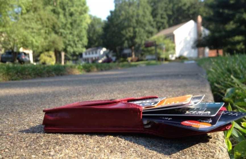 Молодой человек украл кошелёк у врача скорой помощи в Брестской области