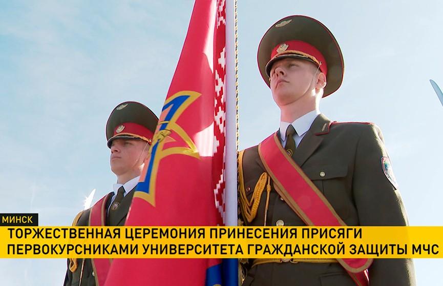 160 будущих спасателей приняли присягу на площади Государственного флага