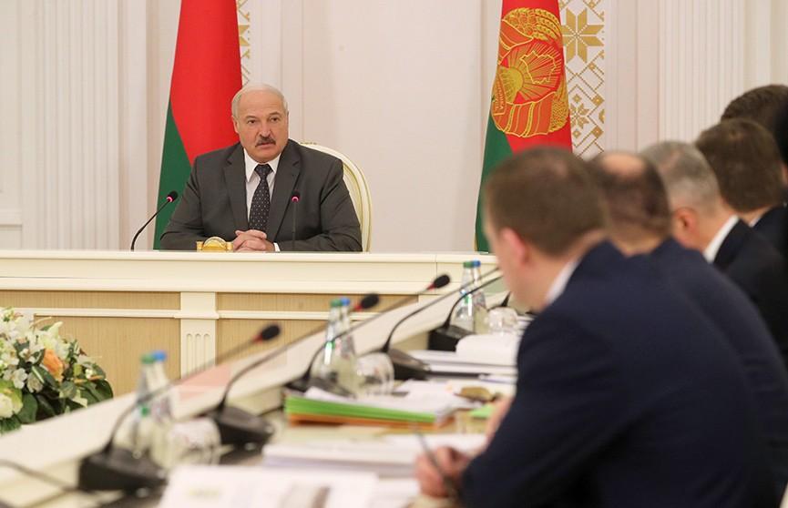 Цены на жилье, пенсии, посредничество: совещание Александра Лукашенко с руководством Совета Министров