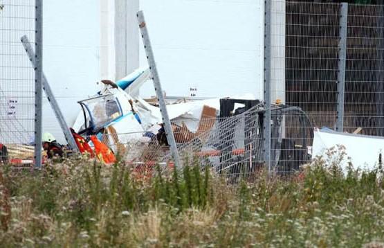 Самолёт упал на территорию ТЦ в Германии: три человека погибли