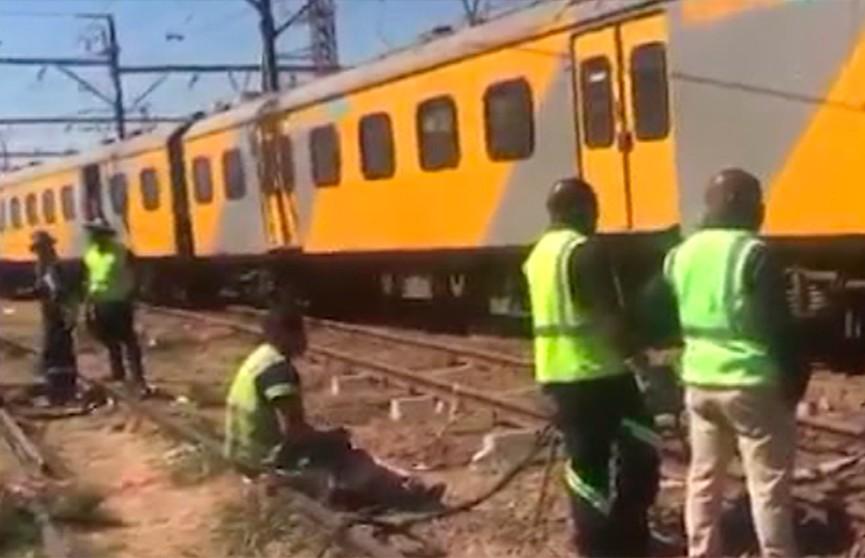 Более 100 человек пострадали при столкновении поездов в ЮАР