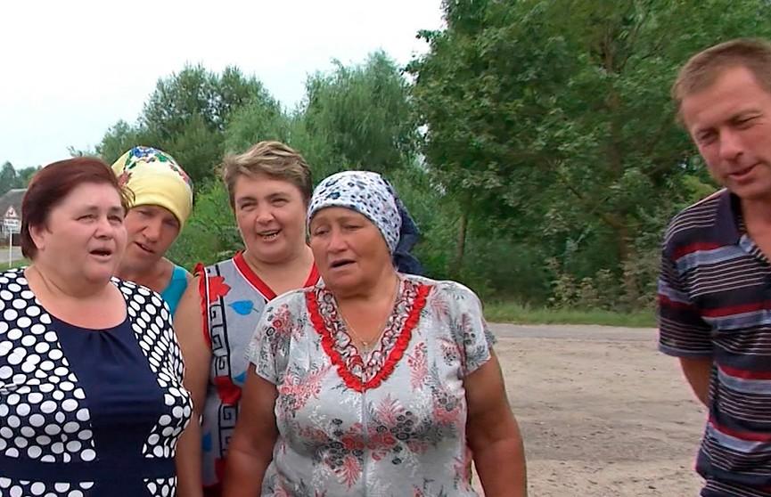 Жители самой поющей деревни Беларуси уже год просят построить для них сельский клуб