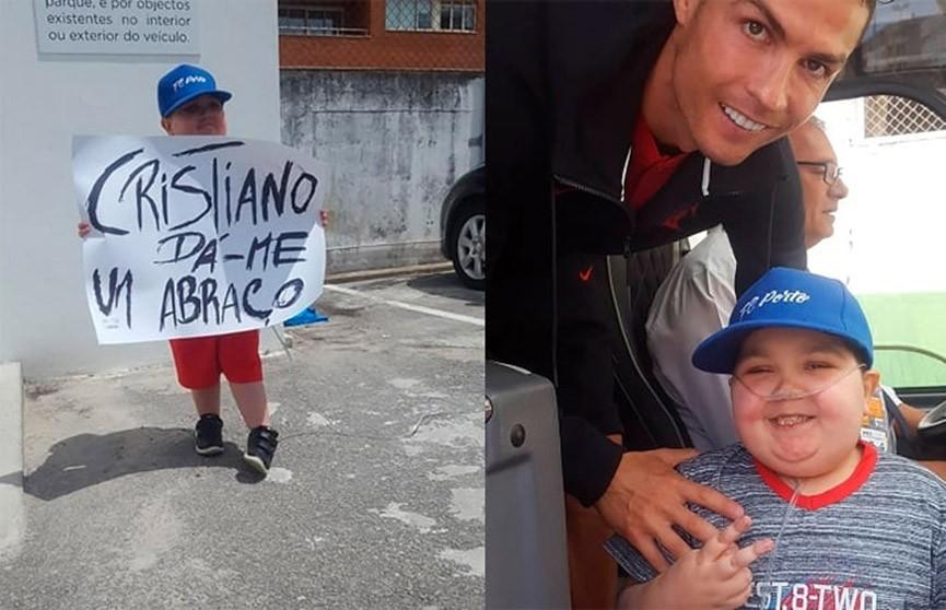 Роналду остановил автобус сборной ради фото с юным болельщиком (ВИДЕО)