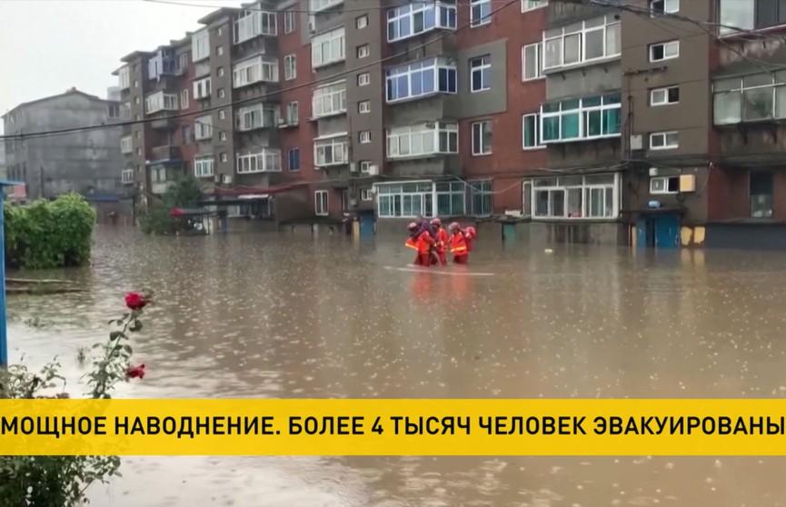 Сильнейшее наводнение в Китае: эвакуировано более 4 тысяч человек