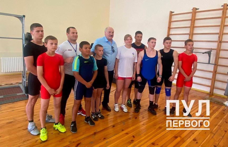 Лукашенко посетил ФОК в агрогородке Тихиничи