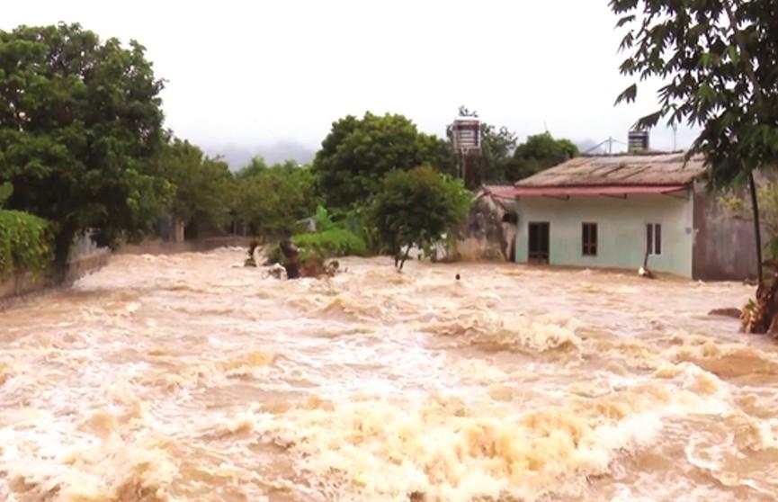 На Вьетнам обрушился тропический шторм