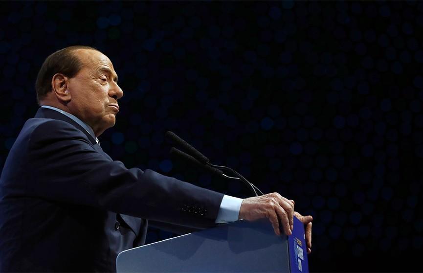 Экс-премьера Италии Берлускони госпитализировали с коронавирусом
