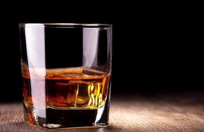 Жители Индии откачали из колодца пиво, бренди и ром вместо воды
