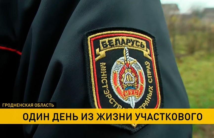22 года на посту, без выходных и отпуска. Как живёт и работает сельский участковый из белорусской глубинки?