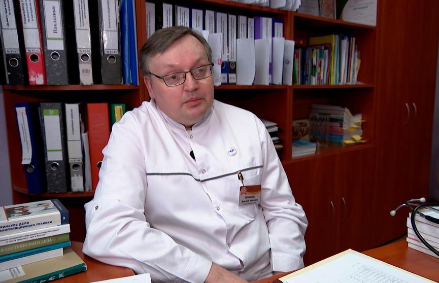 «Шутя могут назвать  Дмитрия Ивановна». Заглянули в гости к одному из главных «медсестёр» в профессиональный праздник