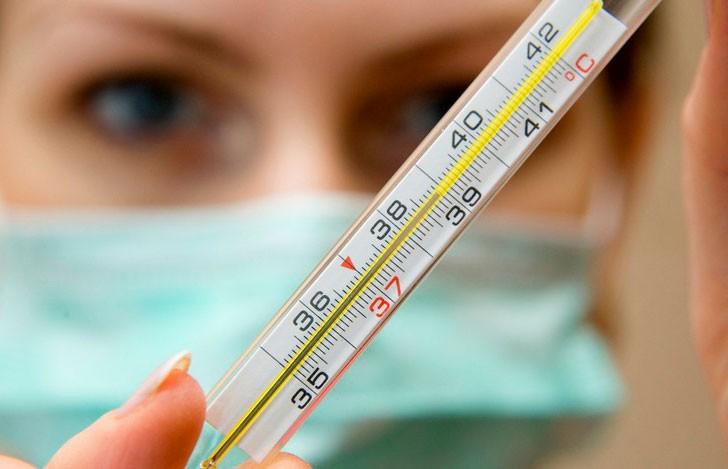Назван период, когда носители коронавируса наиболее заразны