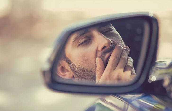 Эксперт назвал признаки усталости за рулем, которые могут привести к аварии