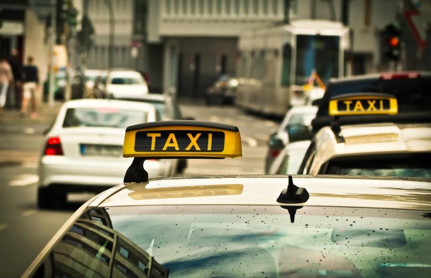 22 марта в истории: появление счетчиков в такси и первый альбом The Beatles