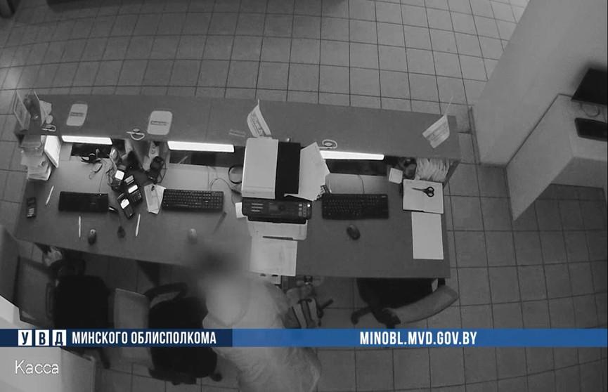 Житель Борисова похитил деньги из кассы онлайн-гипермаркета