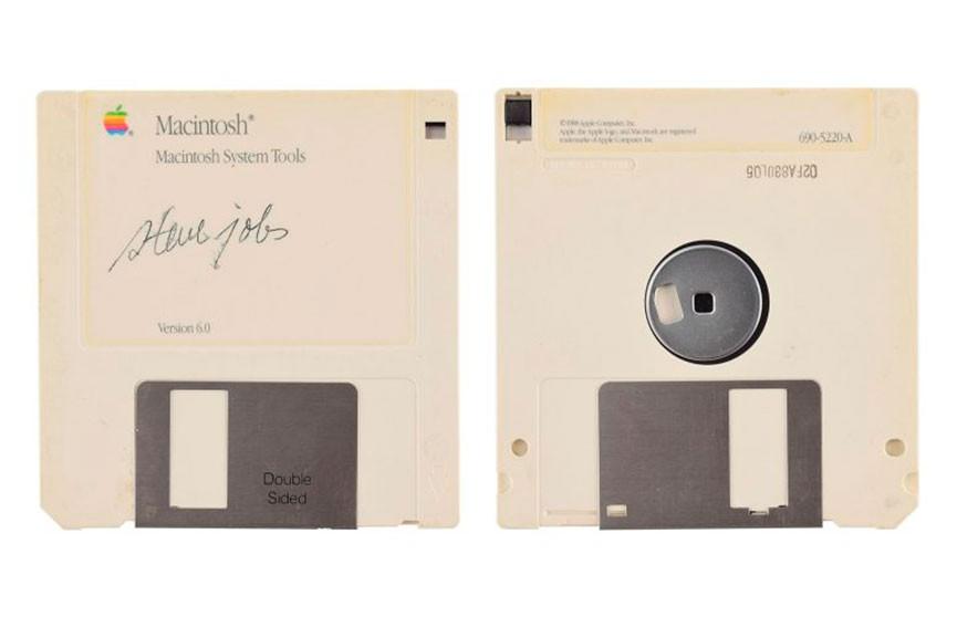 Дискета с автографом Стива Джобса ушла с молотка за $84 тыс.