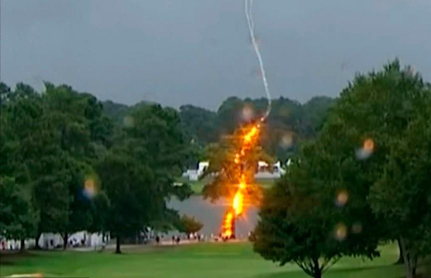 Молния ударила во время турнира по гольфу в США: 6 человек пострадали