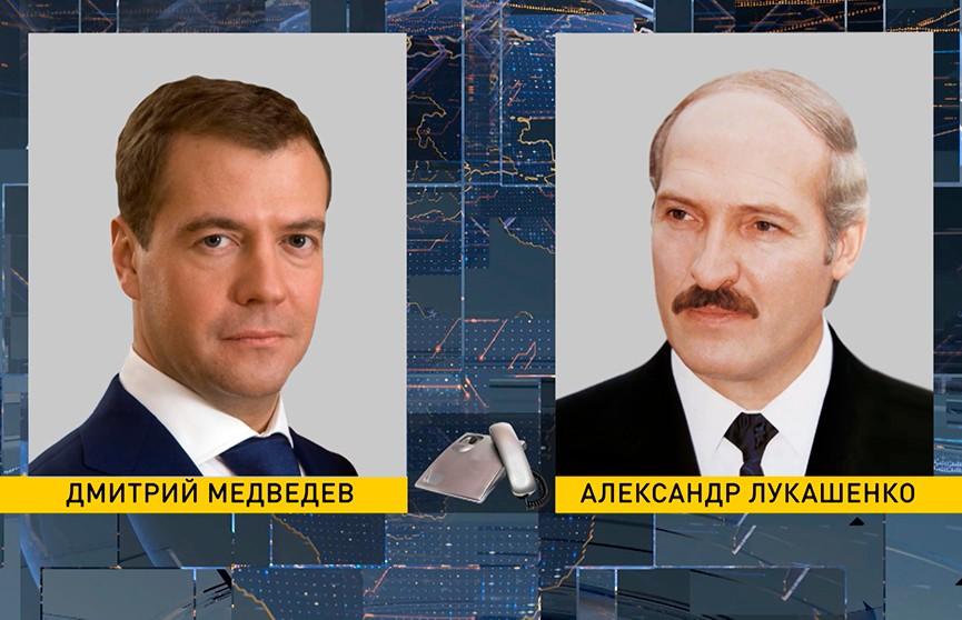 Лукашенко и Медведев обсудили по телефону вопросы поставок нефти