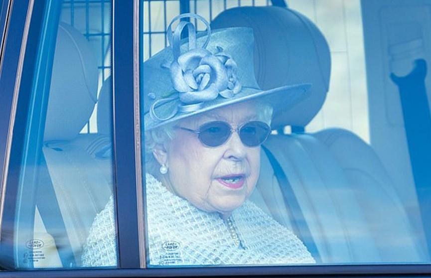 Королева Елизавета II покинула Букингемский дворец и планирует изолироваться в Сандрингеме