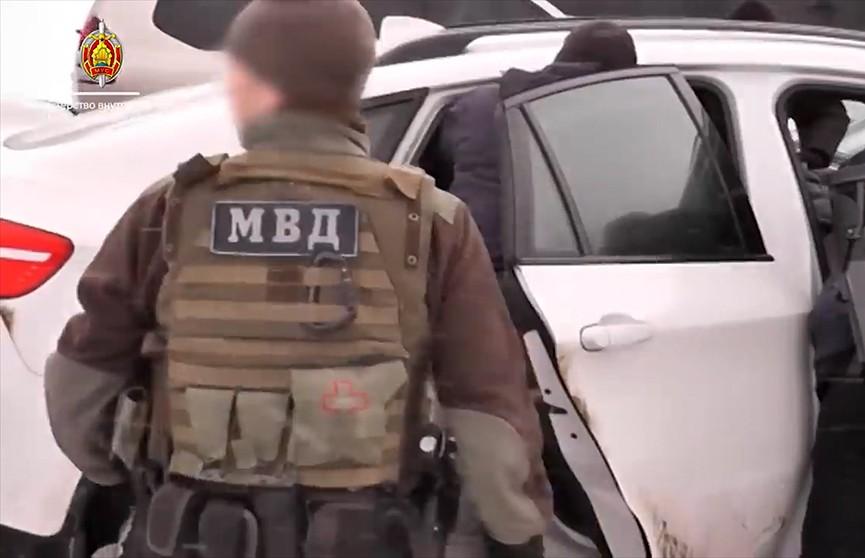 Захват на трассе М-1. Что перевозили двое жителей Брестской области? МВД опубликовало видеозапись операции ГУБОПиК при поддержке бойцов спецподразделения «Алмаз»