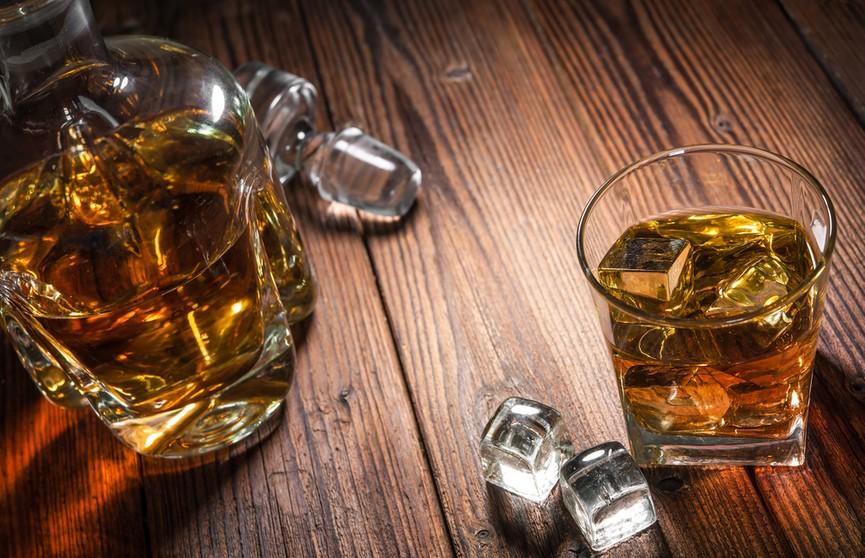 «Алкоголь работает, как качели». Врач рассказал, когда после застолий пора вызывать скорую помощь