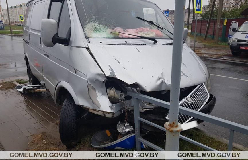 Грузовой микроавтобус в Гомеле сбил подростка на зебре