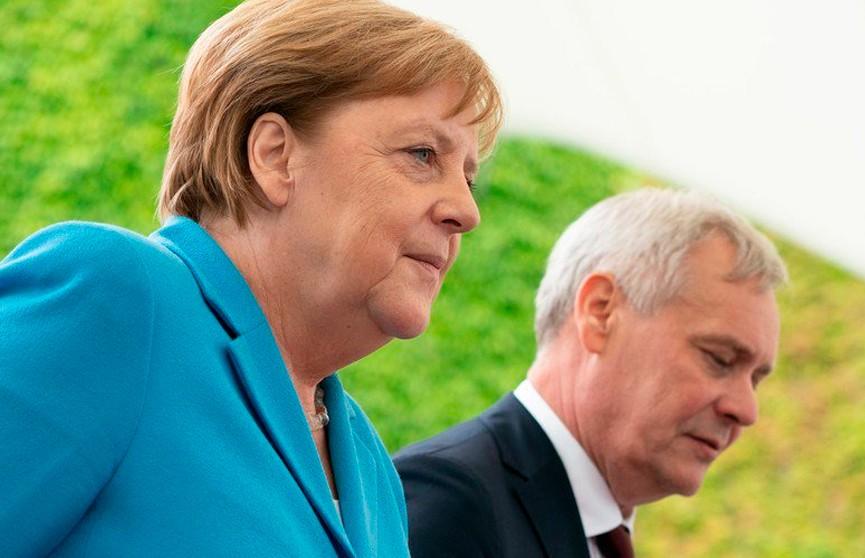 У Ангелы Меркель произошел третий приступ дрожи на публике (ВИДЕО)