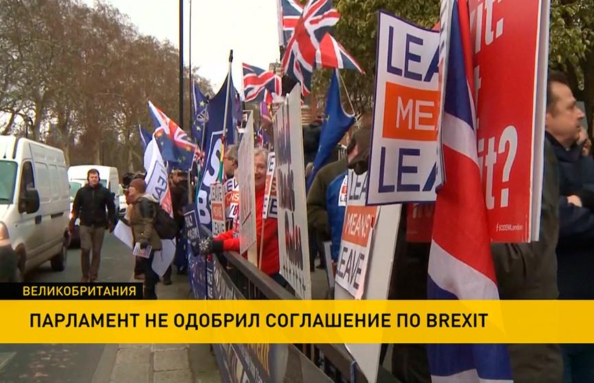 Тысячи митингующих вышли на улицы Лондона с требованиями: либо выйти из Евросоюза, либо отменить  Brexit