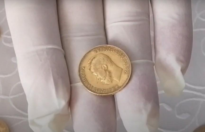 Гродненские таможенники пресекли попытку ввоза монет и золотых изделий через белорусско-польскую границу