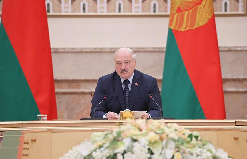Лукашенко дипломатам: С предателями церемониться не будем