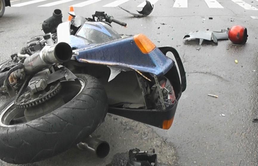 ДТП в Брестской области: мотоциклист сбил двух пешеходов