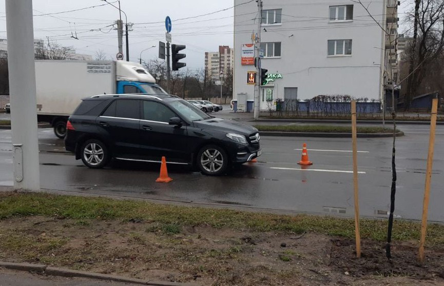 Водитель на «Мерседесе» сбил пешехода в Минске