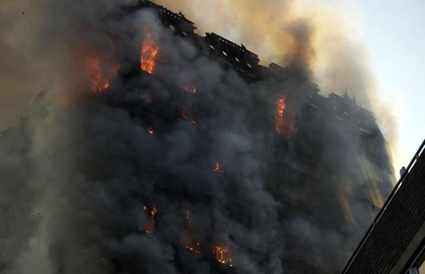 30 квартир повреждены при пожаре в жилом доме на востоке Лондона