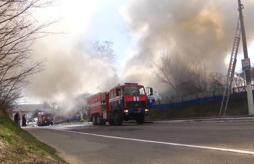 Дым над Мозырем. Горели три квартиры в трёхэтажном частном доме: спастись смогли не все
