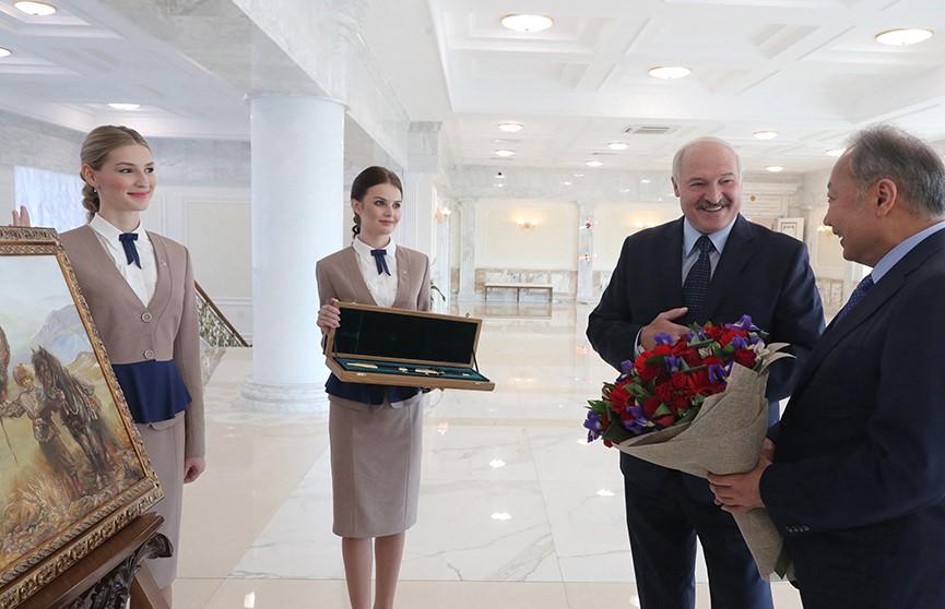 Лукашенко провел встречу с экс-президентом Кыргызстана Курманбеком Бакиевым