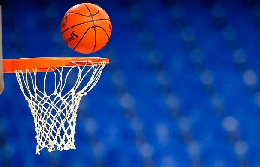 Как забросить баскетбольный мяч в корзину, не касаясь его? С помощью физики! (ВИДЕО)
