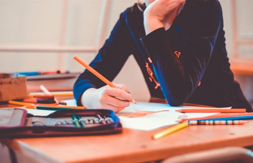 Министерство образования Франции запрещает использовать в школах гендерно-нейтральные слова