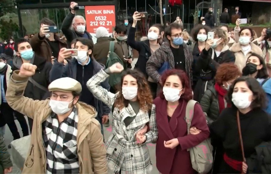 Студенческие протесты в Стамбуле: участники против нового ректора Босфорского университета