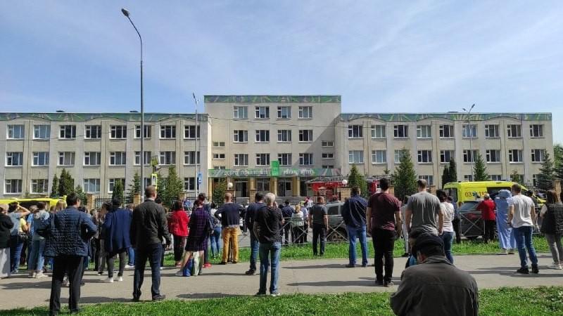В школе Казани произошла стрельба. Погибли семь детей и двое взрослых. Нападавший – бывший ученик