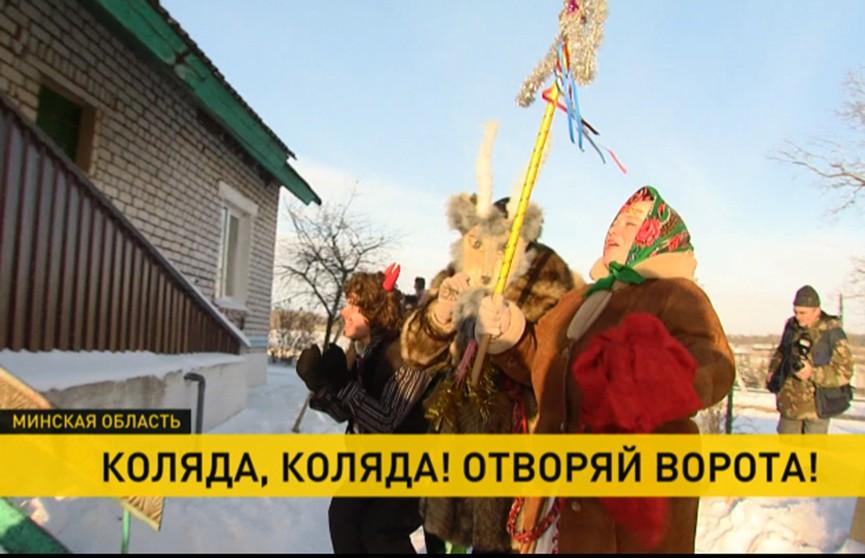 Коза, Дед, Баба-хлебоноша, Медведь… Как колядуют в наше время в деревне Ободовцы?