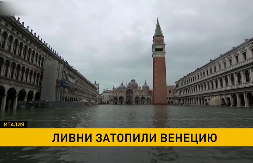 Венецию продолжает затапливать: два человека стали жертвами наводнения