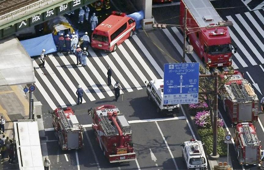 Автобус протаранил пешеходов в Японии