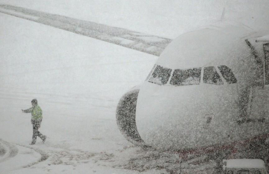Из-за мощных снегопадов нарушено авиасообщение между Минском и Москвой