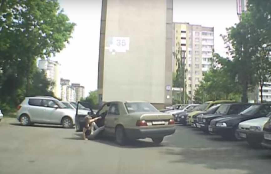 Минчанин использовал Mercedes, как бар. А тут он завёлся и поехал. Это надо видеть (ВИДЕО)