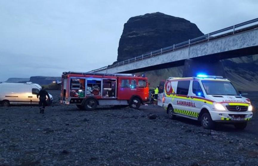 Внедорожник с британскими туристами упал с моста в Исландии: три человека погибли